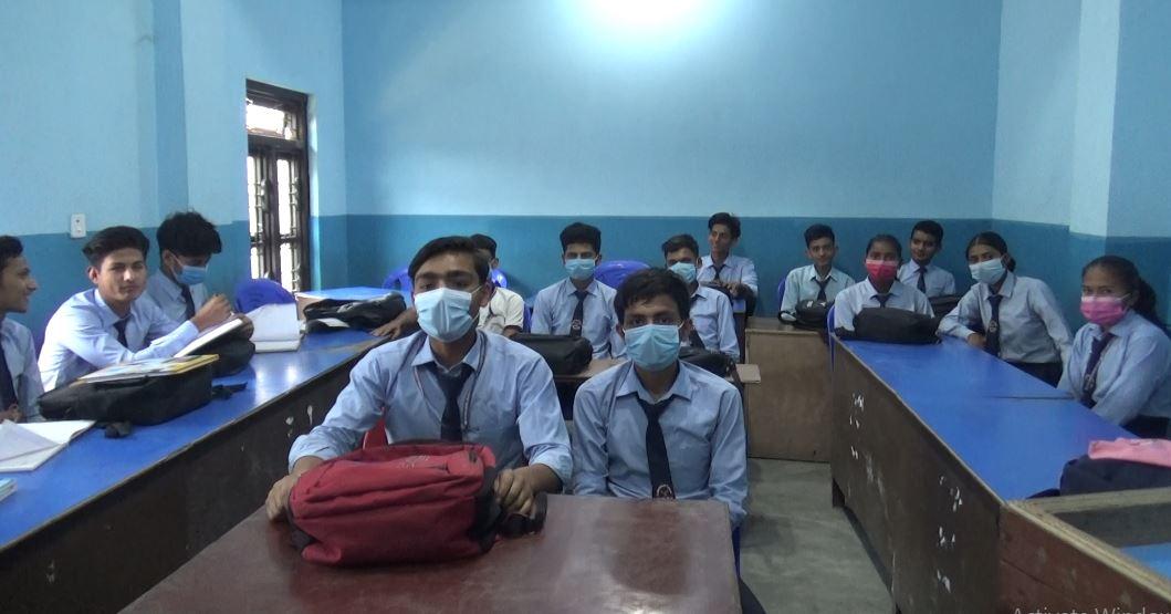 मङ्गलबार धनगढीको वायु गुणस्तर सूचकांक (एक्यूआई) १ सय ८४ पुग्यो। चिकित्सकका अनुसार यो वायु मानव स्वास्थ्यका लागि अतिनै घातक हो। वायु गुणस्तर सूचकांक (एक्यूआई) १ सयभन्दा माथि गएमा त्यो मानव स्वास्थ्यका लागि हानिकारक बन्न थाल्दछ।