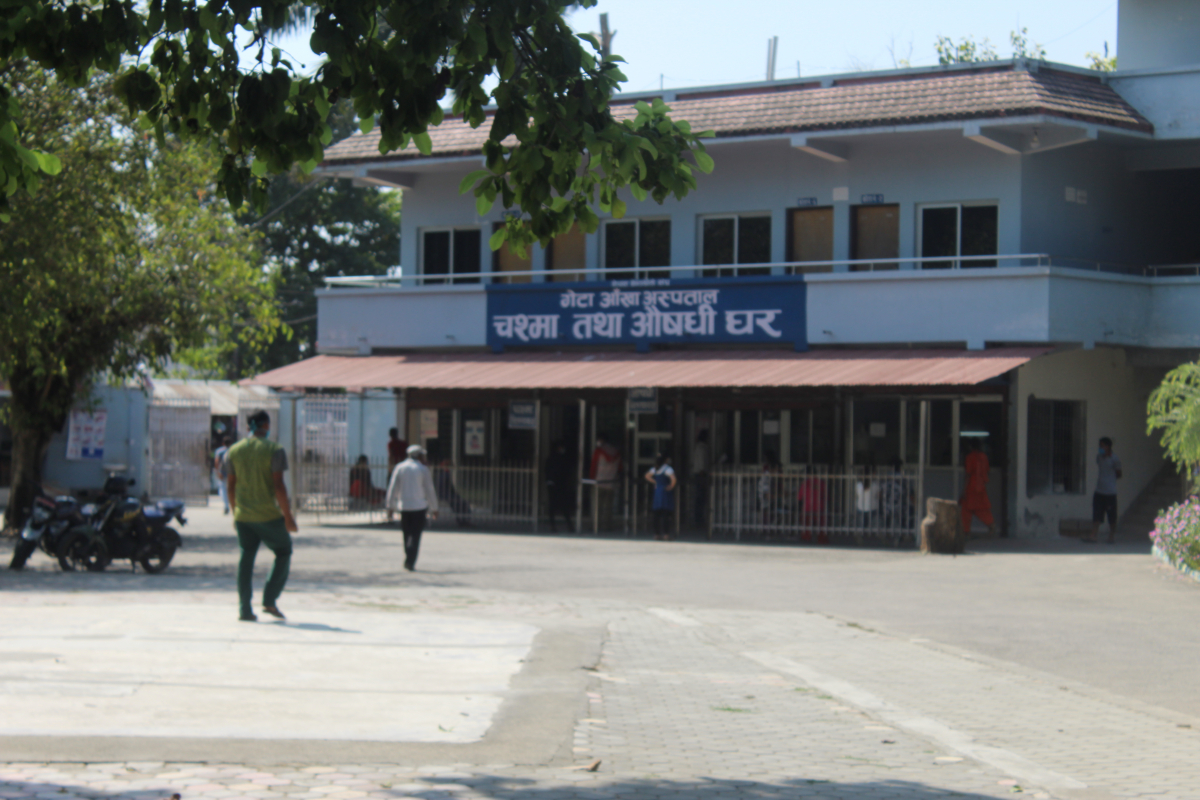 कोरोना संक्रमणपछि सरकारले नेपाल–भारत सीमा नाका बन्द गरेपछि भारतीय बिरामी नआउँदा अस्पताल सुनसान भएको हो।