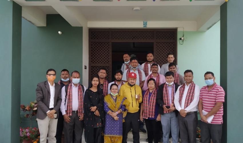 नेपाल पत्रकार महासंघ कैलाली शाखाका नवनिर्वाचित पदाधिकारीहरूलाई दिनेश सञ्चार गृहले सम्मान गरेको छ।