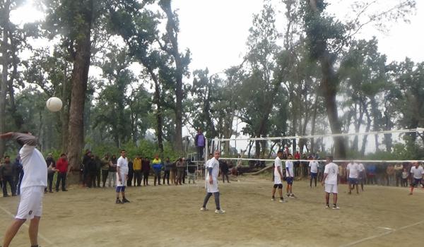 धनगढी उप–महानगरपालिका वडा नम्बर ४ मो शिवपुरी धाममा भलिबल प्रतियोगिताको आयोजना गरिएको छ।