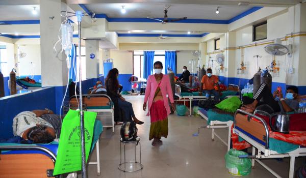 धनगढीस्थित माया मेट्रो अस्पताल श्वासप्रश्वास सम्बन्धीका बिरामीहरुले भरीएको छ।