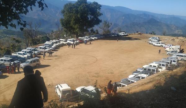 राष्ट्रिय सभा निर्वाचनका लागि सिलगढी पुगेका जनप्रतिनिधीका गाडीहरु (फोटो पत्रकार झलक पालीको फेसबुकबाट)
