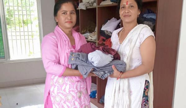धनगढी उप–महानगरपालिकाको वडा नम्बर–४ शिवपुरी धाममा रहेको कपडा बैंकलाई आज ९७ थान कपडा दान गरिएको छ।