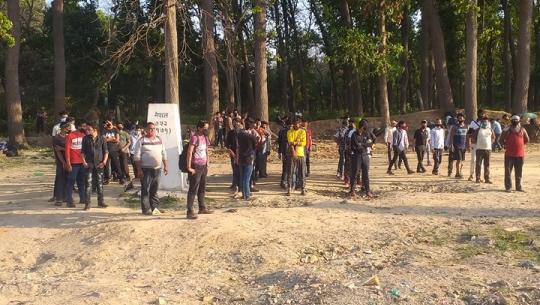 भारतका विभिन्न क्षेत्रबाट नेपाली मजदुर गौरीफन्टा नाकामा पुगेका छन्।