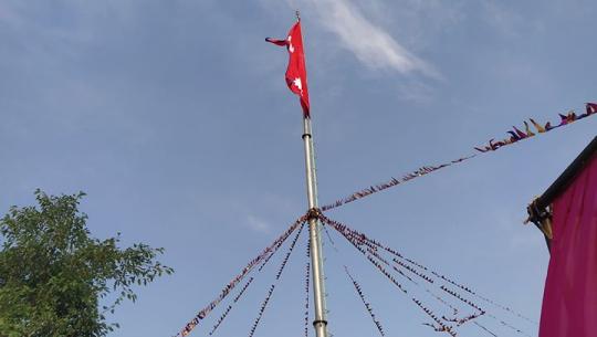 कञ्चनपुरको सीमा नाका गड्डाचौकीमा नेपाली झण्डा फहराएको छ।
