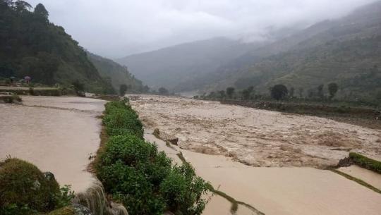 बझाङमा सेती नदी र खोलामा बाढी आएको छ।