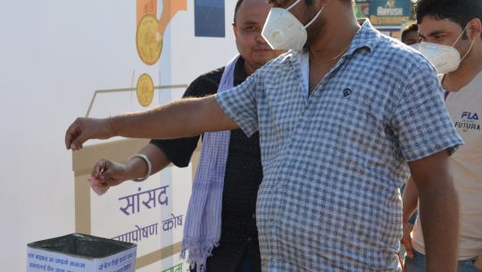 धनगढीमा प्रदेश सांसदको भरणपोषणका लागि १ रुपैँया सहयोग अभियान सुरु भएको छ। खबरदारीका लागि युवा समूहले अभियान सुरु गरेको हो।