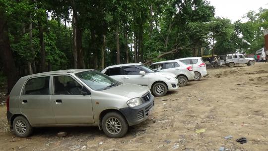 धनगढी आउँदा गौरीफन्टामा पार्कीङ गरिएका गाडीहरु
