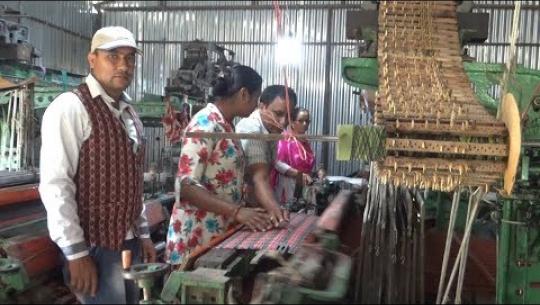 Embedded thumbnail for धनगढीमा कपडा उद्योगले उत्पादन गरेका ढाका र अल्लोका कपडा बजारमा