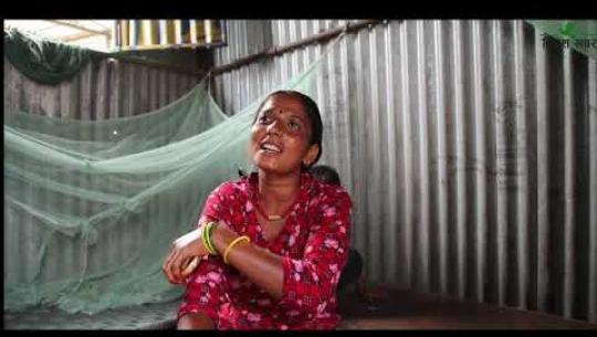 Embedded thumbnail for धनगढीमा ग्रिसिङ गर्ने महिला
